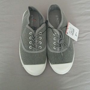 Boys size 3.5 sneakers